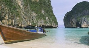 Longtail boats moored on the beach, Mahya Beach, Ko Phi Phi Lee, Phi Phi Islands, Thailand